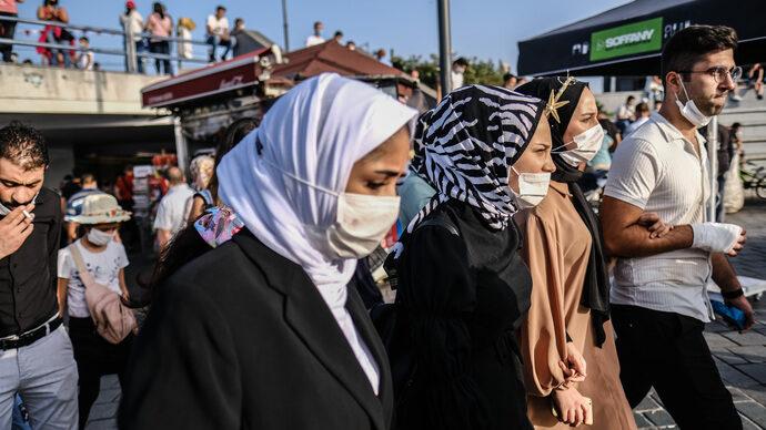 """Boj s covidem štěpí Turecko. """"Neumíte řídit a dochází nám síly,"""" kritizují lékaři vládu"""