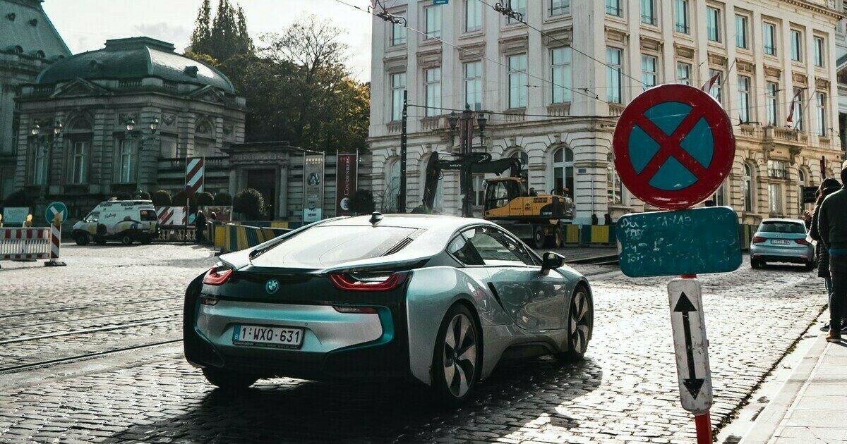 Vzpoura proti elektromobilitě. Sto sedmdesát vědců žádá Evropskou komisi, aby místo elektroaut podpořila vývoj alternativních paliv